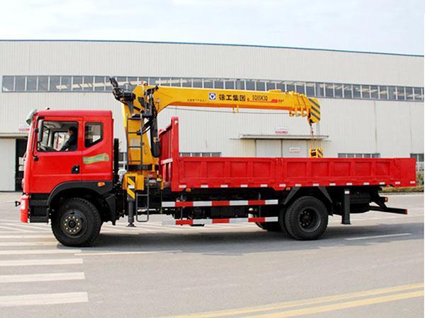 东风新款6.3吨随车吊